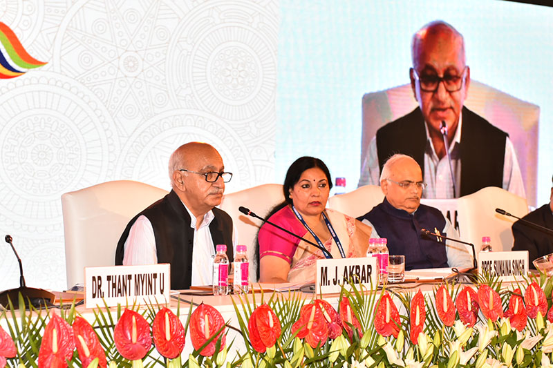 Hon'ble Vice Chancellor Prof. Sunaina Singh Chairing the Plenary session seen here with Hon'ble Minister of State for External Affairs Shri MJ Akbar and  President of ICCR Shri Vinay Sahasrabuddhe