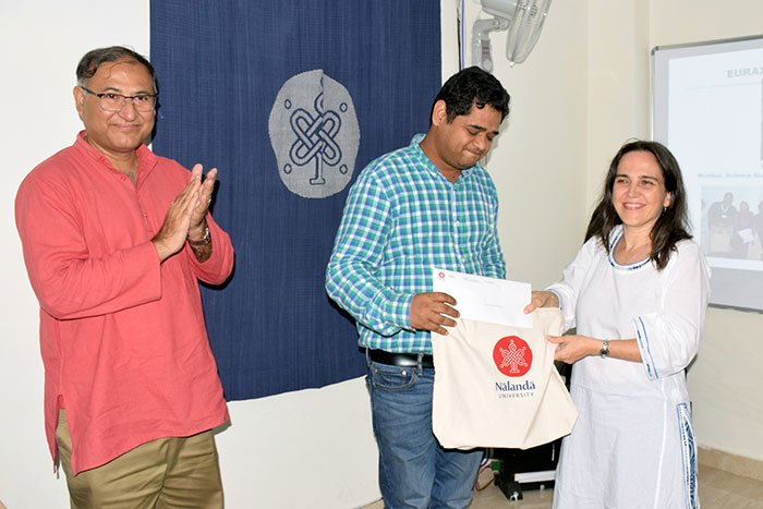 Dr Somnath Bandyopadhyay and Dr. Kishore Dhavala presenting token of thanks to Ms Bravo