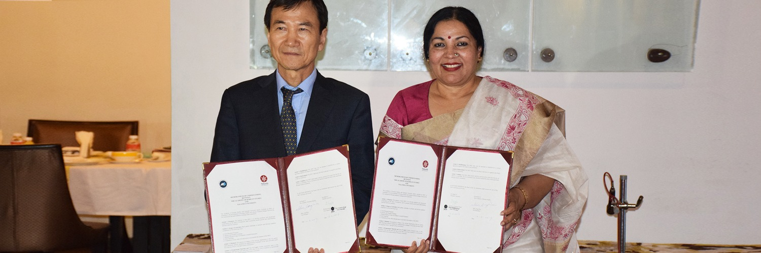 Professor Sunaina Singh, Vice Chancellor Nalanda University and Professor Shin Jong Won, Vice President Academy of Korean Studies (AKS) signed a Memorandum of Understanding for academic Linkages/collaborations on June 12, 2017-1